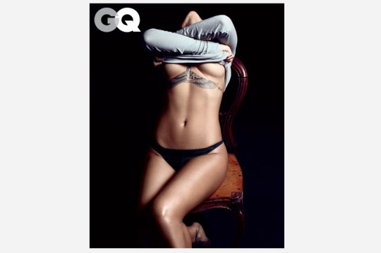 rihanna-gq-magazine-december-2012-photos-3